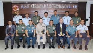 Puskersin TNI Menerima Kunjungan Air Commodore John Maas, Senior Military Advisor, European Union Military Staff In European External Service (EEAS)